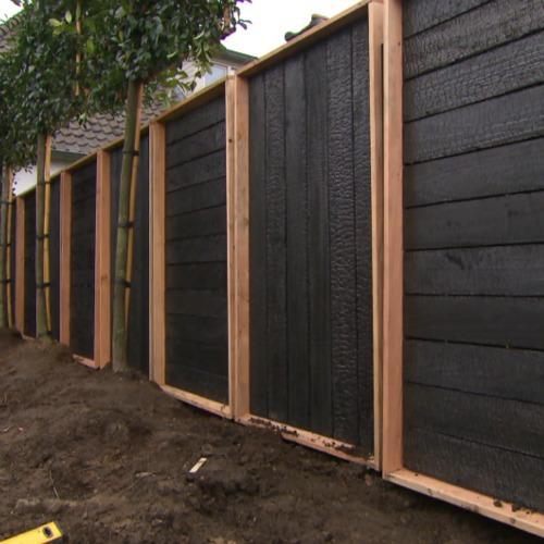 Zwarthout shou sugi ban zwarthout in eigen huis en tuin - Planken zwarte ...